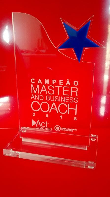 Venda de Troféu de Acrílico Transparente para Formatura Ipiranga - Troféu Esportivo Colorido em Acrílico